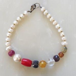 Pearl and semi precious stone bracelet.
